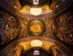 É de embaralhar as vistas e as ideias.. http://www.zupi.com.br/mohammad-reza-documenta-os-mais-belos-locais-sagrados-iranianos/ mohammad_photo_zupi (11)