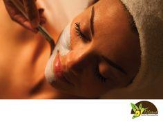VELAMEN SPA. La hiperpigmentación aparece cuando se produce melanina en exceso en ciertas partes de la piel produciendo manchas. Esto puede causar una angustia importante, dado que las manchas oscuras que genera tienden a aparecer en la cara, las manos y otras partes visibles del cuerpo, que han sido expuestas al sol y que pueden ser difíciles de ocultar. En Velamen SPA contamos con tratamientos especializados para este tipo de padecimientos, para concretar una cita llámanos al 5562-6264