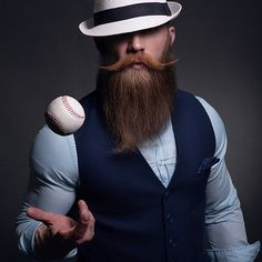 Let the games begin! Swedish fashionblogger booze_baccy in a vest / waistcoat of DORNSCHILD. Mit einer Herrenweste von DORNSCHILD können die Spiele beginnen. Der schwedische Fashionblogger booze_baccy in einer Herrenweste von DORNSCHILD. #dornschild #herrenweste #herrenwesten #thevestbrand #waistcoat #gentleman #manfashion