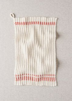 Free Knitting Pattern for Farmhouse Dishtowels - Classic style slip stitch dish cloths knit with a 2 row repeat for the body with a 4 repeat stitch for the color trim. Designed by Purl Soho. Beginner Knitting Patterns, Dishcloth Knitting Patterns, Knit Dishcloth, Knitting For Beginners, Free Knitting, Easy Knitting Projects, Yarn Projects, Knitting Ideas, Crochet Patterns