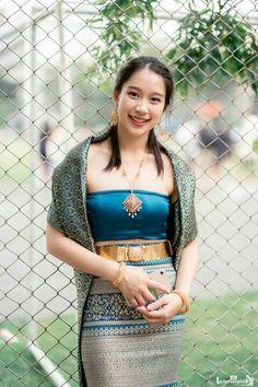 Traditional Thai Clothing, Traditional Fashion, Traditional Dresses, Thai Fashion, Girl Fashion, Burmese Girls, Cute Asian Girls, Beauty Full Girl, Beautiful Asian Women