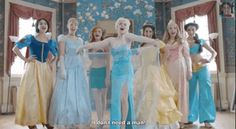 """Elsa From """"Frozen"""" Reminds Disney Princesses That They Don't Need A Man"""