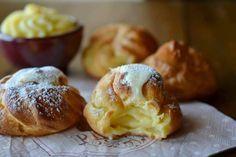 Bignè con crema al cioccolato bianco,dolcetti adatti per la domenica o per buffet