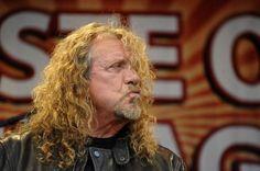 Robert Plant derrubado em palco durante concerto (com vídeo)
