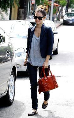 Easy casual style.  Skinny jeans, gray tee, blazer, flats, colorful handbag. Rachel Bilson