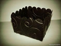 SORAYA PAMPLONA CONVITES: Forminha doce (borda e textura arabesco)