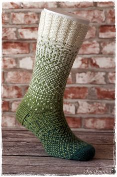 Knitting Wool, Knitting Socks, Hand Knitting, Knitted Slippers, Wool Socks, Yarn Projects, Knitting Projects, Crochet Woman, Knit Or Crochet