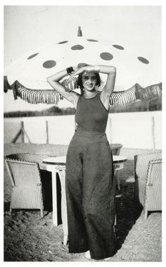 Jacques Henri Lartigue. Renée, piscine de La Chambre d'Amour, Biarritz, août 1930