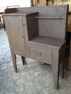 mobiliário vintage e homewares Primitive Cabinets, Primitive Furniture, Antique Cabinets, Country Furniture, Recycled Furniture, Vintage Furniture, Painted Furniture, Diy Furniture, Primitive Shelves