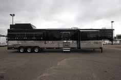 luxury horse trailers | 2008 Sundowner Black is back