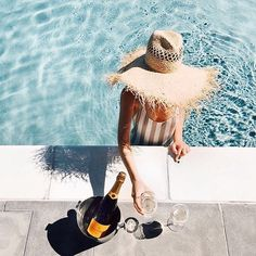 Our bloggers share summer vacation styling tips: crisp white linen, straw hats, champagne (optional)  On #Hitchapp now! #summer #holidays #love #life www.hitchapp.co/download