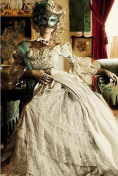 I was so born in the wrong time period! I want this dress!
