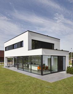 Energy efficiency: help for the economical house - Real Estate - Finances - H .Energy efficiency: help for the economical house - Real Estate - Finance - Handelsblatt - Ms. Minimalist Architecture, Modern Architecture House, Facade Architecture, Modern House Facades, Modern House Plans, Modern House Design, Casas The Sims 4, Container House Design, Villa Design