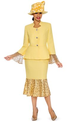 Elegant women skirt suit by Giovanna Made in novelty lace fabric with sequin trimmings Great ladies church suits or special occasion suit Giovanna spring catalog 2020 First Lady Church Suits, Church Suits And Hats, Women Church Suits, Suits For Women, Clothes For Women, Brocade Suits, Professional Dresses, African Fashion Dresses, Elegant Outfit