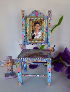 Frida Kahlo - Retro Mexican Art - Crucifix - Home Decor - Hand-painted chair via Etsy - come sit awhile and visit www.mainlymexican.com #Mexico #Mexican #chair