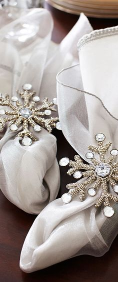 Beaded snowflake napkin rings #Christmas #Table