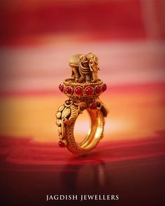 Check out some of the stunning designer bridal jewellery designs from one of the famous brand called Jagdish Jewellers Chandigarh. Antique Jewellery Designs, Gold Ring Designs, Gold Bangles Design, Gold Jewellery Design, Bridal Jewellery, Gold Rings Jewelry, Jewelry Design Earrings, Designer Jewelry Brands, Jelsa