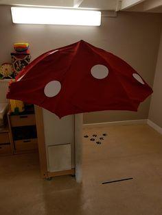 Paddestoel, gemaakt van een paraplu Patio, Outdoor Decor, Home Decor, Decoration Home, Room Decor, Home Interior Design, Home Decoration, Terrace, Interior Design