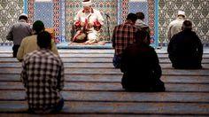 Veel jongeren van Turkse en Marokkaanse komaf voelen zich geen onderdeel van de Nederlandse samenleving. Om