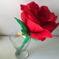 """""""carta"""", semplicemente carta! Qualsiasi forma abbia, qualsiasi consistenza, colore, che si possa mangiare, che si possa scrivere, l'importante è che si possa trasformare in idee ed emozioni, cose da dire.   Rosa in carta crespa  un'insolito bouquet per un giorno speciale!  #paperflowers #paperflower #cartacrespa #fiorecartacrespa"""