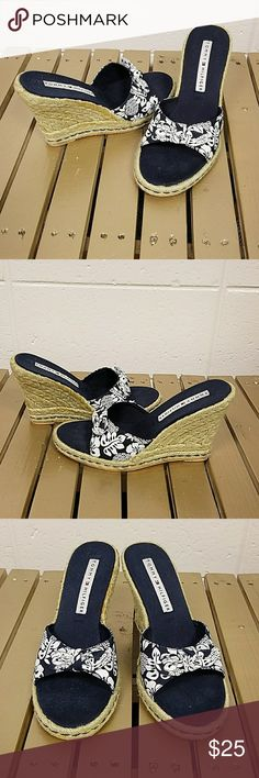 Super cute Timmy hilfiger Hawaiian wedges Navy blue fabruc with Hawaiian motif in white Size 8 1/2 M Some slight discoloration in the jute trim  Don't see these around too often Tommy Hilfiger Shoes Espadrilles