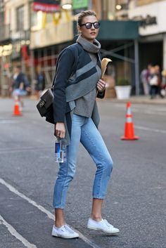http://www.thefrontrowview.com/2015/11/karlie-kloss-casual-chic-in-nyc.html