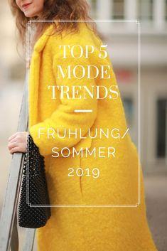 Modetrends für Frühling/Sommer 2019 Spring Fashion Trends, Spring Summer, Oscar De La Renta, Pleated Dresses, Color Of The Year, Fashion Trends