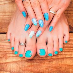Rhinestones Accent For Toes ❤ Learn How To Do Manicure And Pedicure In No Time ❤ See more ideas on our blog!! #naildesignsjournal #nails #nailart #naildesigns #toes #toenails #manicureandpedicure #pedicure Pretty Nail Designs, Toe Nail Designs, Nails Design, How To Do Manicure, Manicure And Pedicure, Neon Nail Art, Neon Nails, Bling Acrylic Nails, Toenails