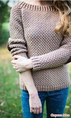 Вяжем женский джемпер крючком двойным жемчужным узором. На локтях пуловера заплатки контрастного цвета. Вязание крючком джемпера ELBOW PATCHES с заплатками на локтях.