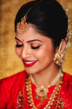 A Gorgeous South Indian Wedding In Mysore And A Bride In A Stunning Crimson Kanjeevaram - Hima Pulludan - internationally inspired Indian Makeup Looks, South Indian Makeup, Indian Wedding Makeup, Indian Wedding Bride, Bridal Makeup Looks, Bride Makeup, India Wedding, Punjabi Wedding, Saree Wedding