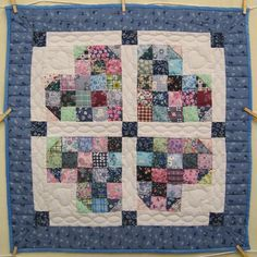 (http://www.amishquilter.com/patchwork-hearts-amish-quilt-wallhanging/)