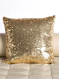 gold pillow. for shits and giggles bc i can