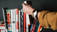The sooner you read self help books, the earlier you realize some of the most important knowledge to make yourself better. Here're 25 best self improvement books for every situation. Great Books, New Books, Books To Read, Books For Self Improvement, Stephen Covey, Tony Robbins, Best Self, Jane Austen, Reading Lists