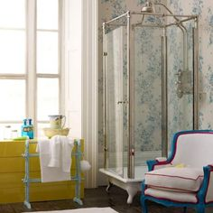 banyoda farkli bir tarz vintage banyo dekorasyonu aksesuar kuvet mobilya vitrifiye ve vintage musluk aksesuar (1)