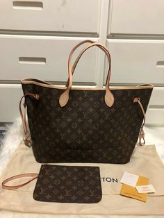 brand new comes with pouch and dust bag **price: 320 obo*** no low ballers Louis Vuitton Shop, Vuitton Bag, Louis Vuitton Handbags, Luxury Bags, Large Tote, Hand Bags, Buy Now, Dust Bag, Jewelry Accessories
