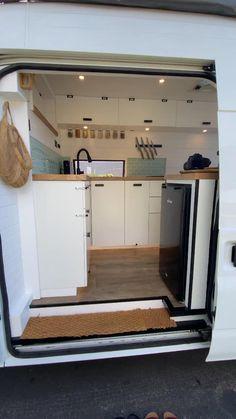Camper Interior Design, Motorhome Interior, Campervan Interior, Build A Camper Van, Camper Van Life, Diy Camper, Caravan Home, Kombi Home, Van Conversion Interior