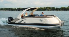 luxury performance pontoon boats with refined, unparalleled elegance. Whether you want to sunset cruise or carve a wake, the QX delivers a powerful choice of performance packages. Find features and furniture layouts for the Bennington QX Model. Bennington Boats, Ski Nautique, Boating Holidays, Chris Craft, Charter Boat, Motor Yacht, Boat Design, Timeless Design, Modern Design