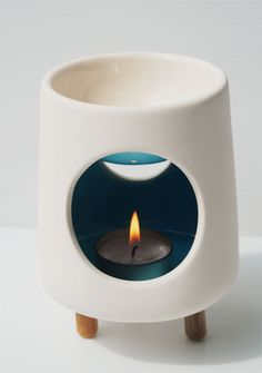 Beautiful wax warmer! Want this for my pillar candle remnants. The Awesome Candle / Handmade ceramic wax by theawesomecandle