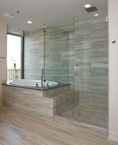 Elegantes Bad Mit Dusche Und Wanne Hinter Glaswand Bad Bathroom