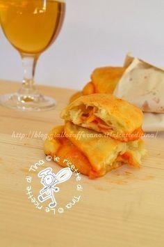 Calzone al forno pomodoro e mozzarella -  Le Ricette di Tina