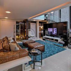 Sala de estar com puff Quadrado de Sala de Estar de Espaço do Traço Arquitetura - Viva Decora