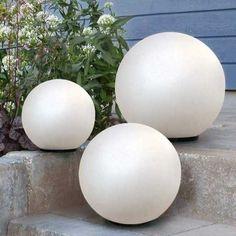 Spectacular Wei e Solar LED Kugelleuchten Gartendeko Lichtkugeln Geben Sie mit diesen modern und trendig geformten