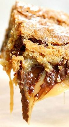 Here's a most decadent dessert to try: Gooey Salted Caramel Chocolate Chip Cookie Bars My family is crazy about these dessert bars. so crazy that we couldn't stop eating them. They're ooey and gooey and everything Desserts Keto, Just Desserts, Delicious Desserts, Dessert Recipes, Yummy Food, Bar Recipes, Plated Desserts, Recipies, Cookie Desserts