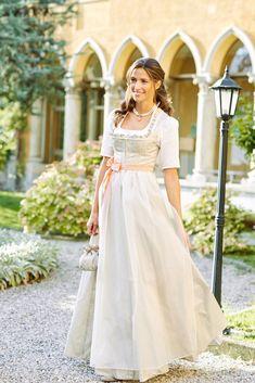 Hochzeitsdirndl Brautdirndl Trachtenhochzeit | Wimmer schneidert Drindl Dress, Fancy Dress, Dream Day Wedding, Old Fashion Dresses, Beautiful Outfits, Bride, Wedding Dresses, Dressmaker, Peony