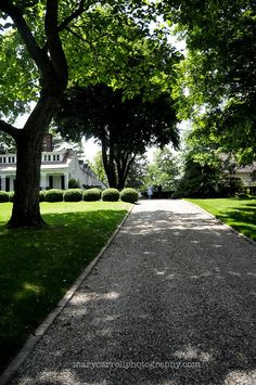 15 Practical Driveway Ideas Perfect for Any Budget – front yard design modern Driveway Border, Circle Driveway, Modern Driveway, Diy Driveway, Stone Driveway, Driveway Entrance, Driveway Landscaping, Driveway Ideas, Driveway Repair