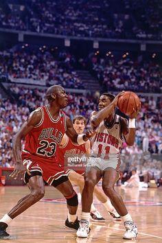 Fotografia de notícias : Isiah Thomas of the Detroit Pistons stops his...