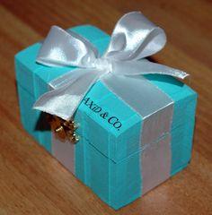 Such a cute idea for a pin box!