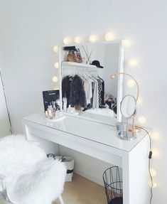 Immagine di makeup, home, and bedroom