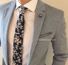 We absolutely love SuitedMan's accessories including their Vintage Blue Floral Linen Tie and Crystal Lapel Pin. High Fashion Men, Mens Fashion Suits, Fashion Sale, Fashion Outlet, Mens Suits, Fashion Tips, Fashion Design, Fashion Trends, Paris Fashion