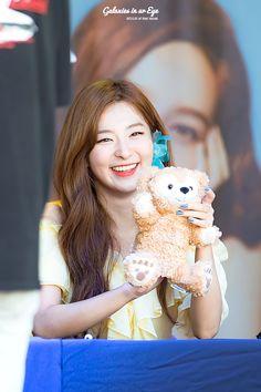 Protect her smile 😍🐻💛 Park Sooyoung, Korean Star, Korean Girl, Kpop Girl Groups, Kpop Girls, Kang Seulgi, Kim Yerim, Red Velvet Seulgi, Korean Bands